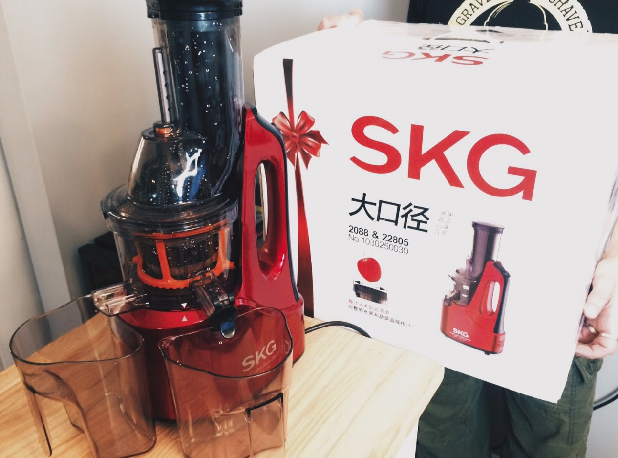 Review Slow Juicer Skg : SKG Big Calibre Slow Juicer Review video by FitForTwoTv iFood.tv