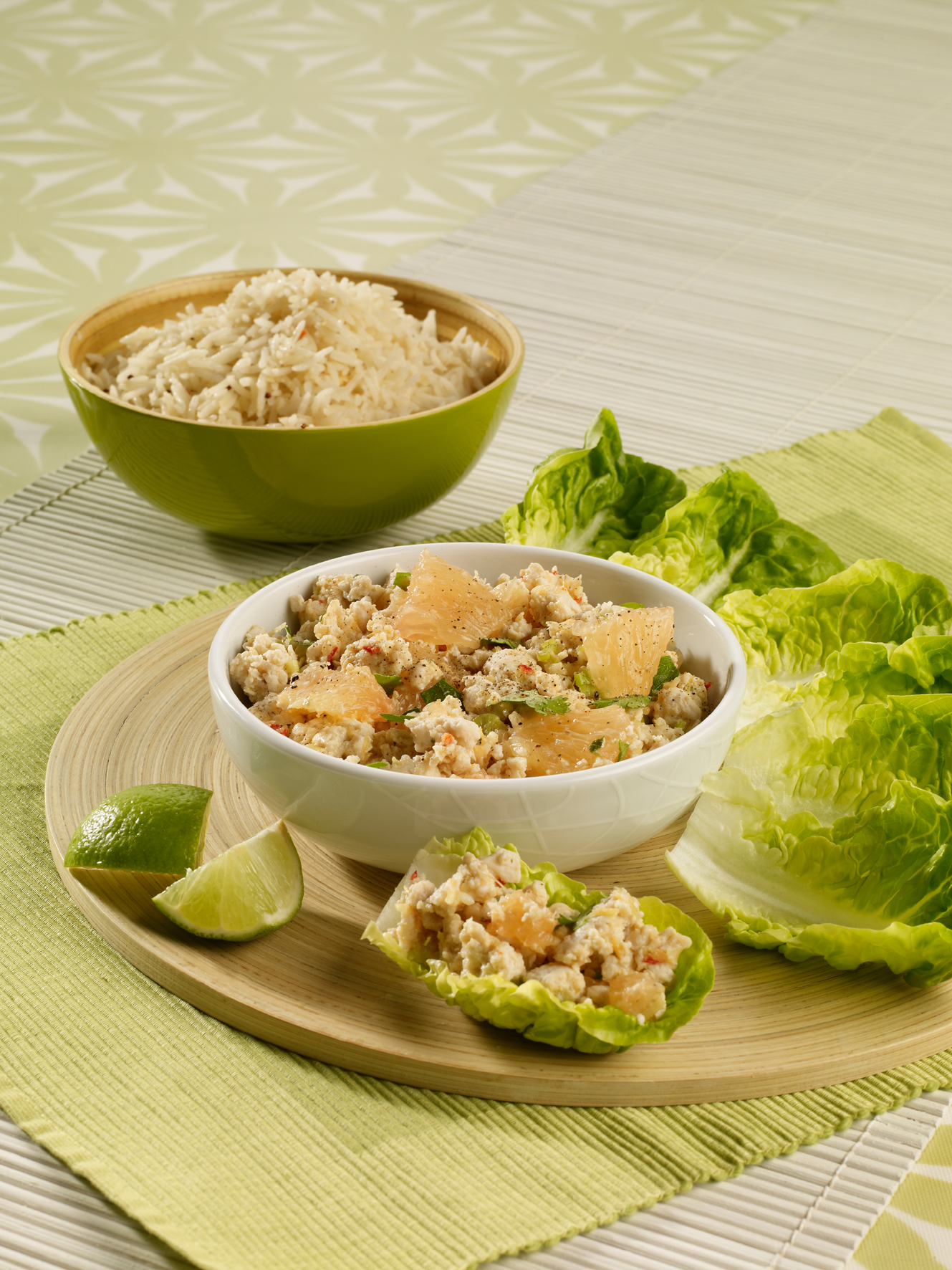 Minced chicken salad with coriander, lemongrass and pink grapefruit picture