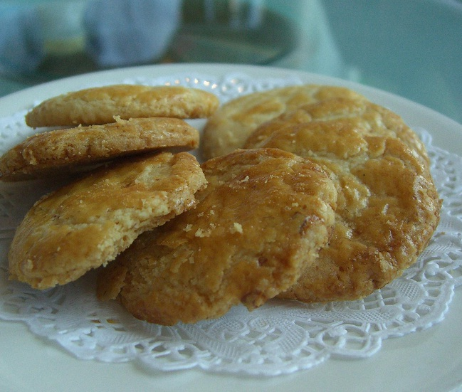 Almond cookies picture