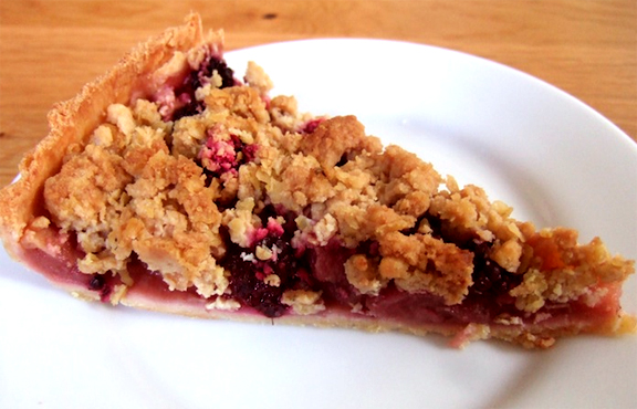 Easy Apple Berry Crumble Pie picture