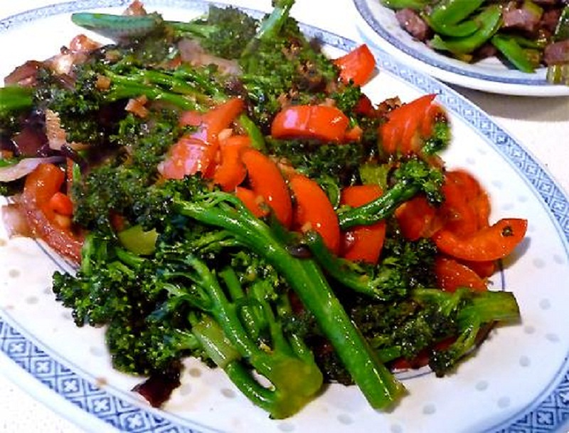 Broccoli Sweet Red Pepper Salad picture