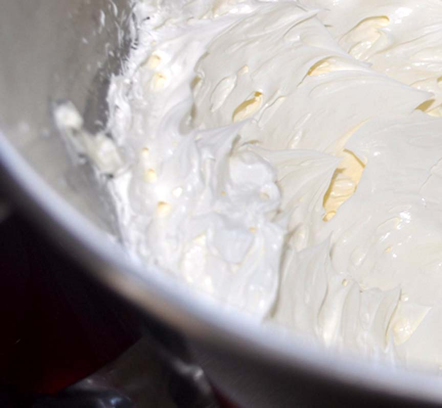 Fluffy Butter Frosting picture
