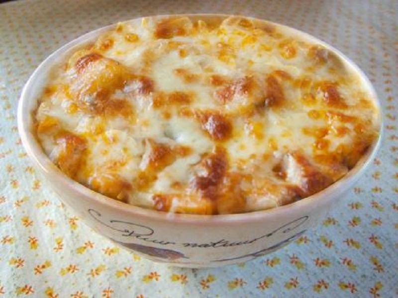 Chili Wagon Wheel Casserole picture