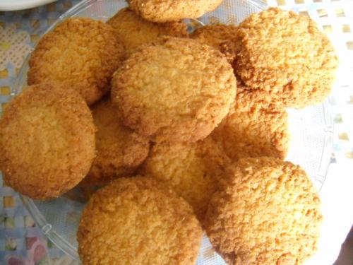 Delicately Crispy Coconut Cookies picture