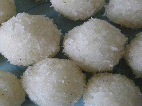 Paneer Coconut Laddu picture