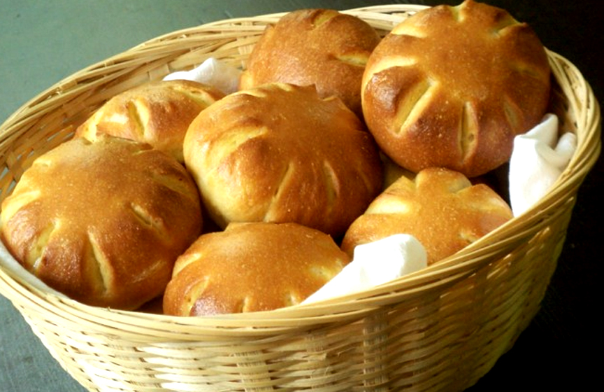 Cornmeal Refrigerator Rolls picture