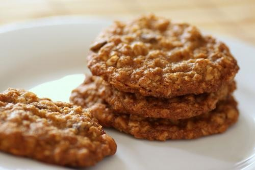 Crisp Oatmeal Cookies picture