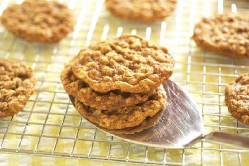 Crispy Oatmeal Cookies picture