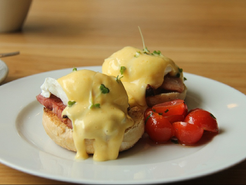 Easy Eggs Benedict picture