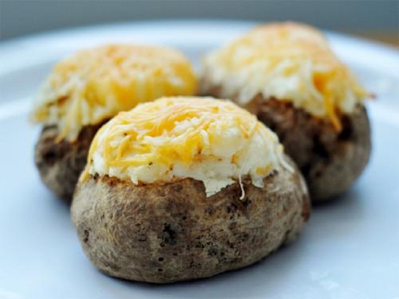 Eggs in Baked Potatoes picture