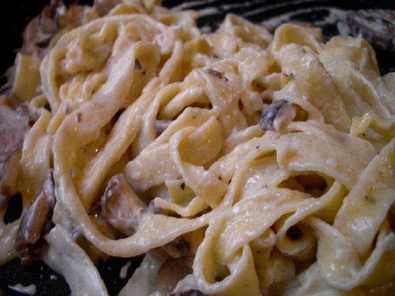 Fettuccine with Mushrooms and Clams picture
