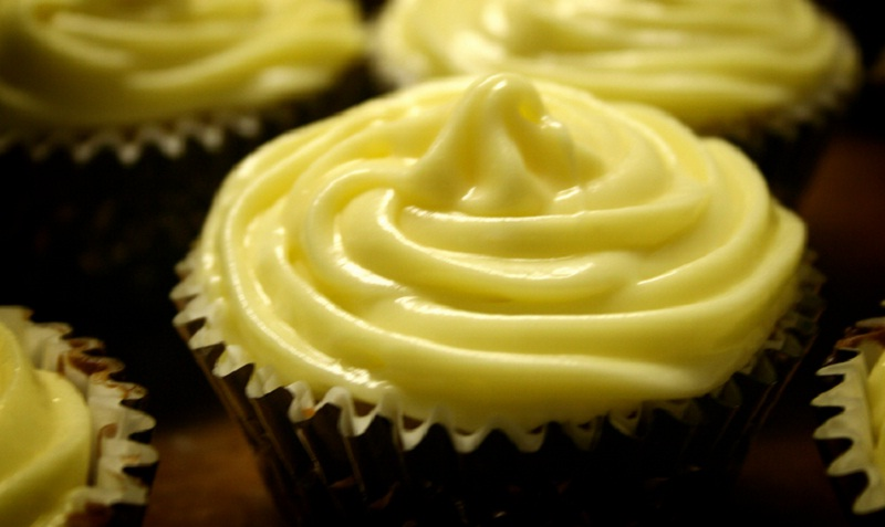 Fluffy Lemon Frosting picture