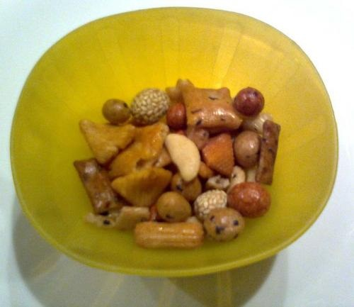 Honey Glaze Snack Mix picture