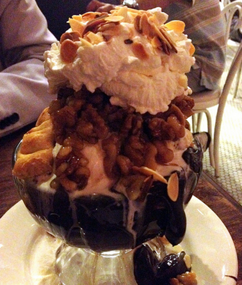 Hot Chocolate Fudge Sundae picture