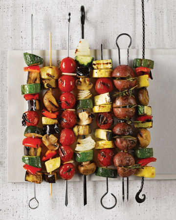 Grilled vegetable kebabs are ideal for your evening veggie parties