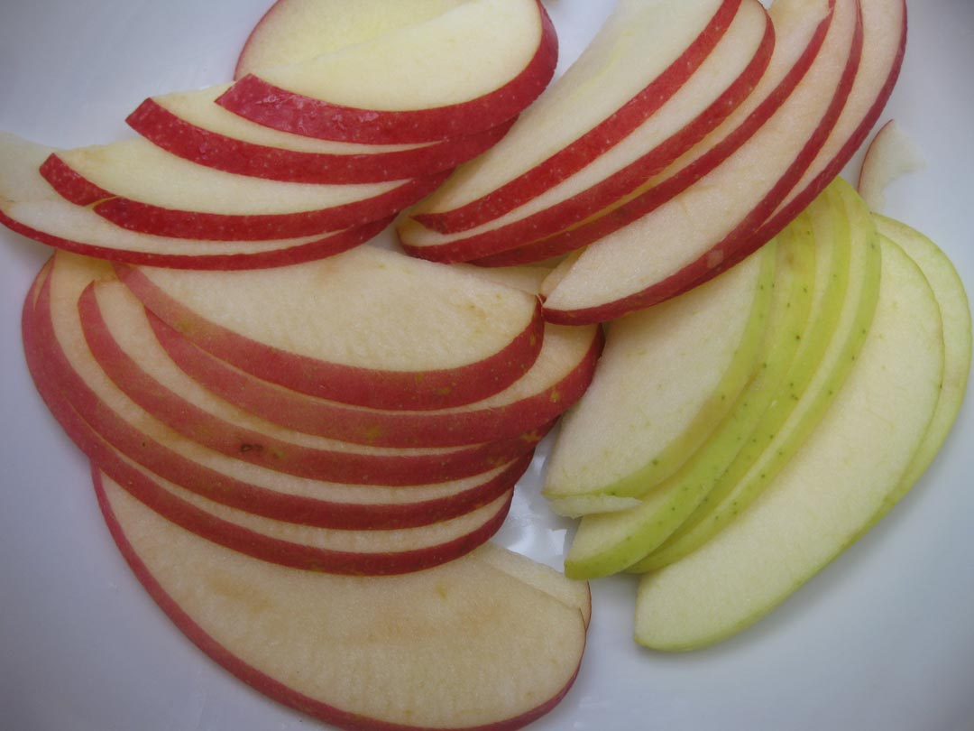 Sliced apples for steaming