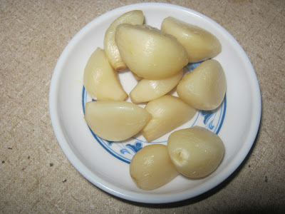 Completely steamed garlic ready to be served