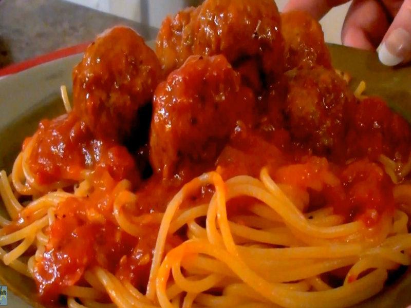 How To Make Homemade Italian Spaghetti And Meatballs ...