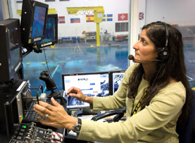 JSC2006-E-08949 : Suni Williams trains at NBL