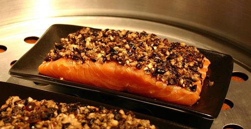 Steaming salmon till tender