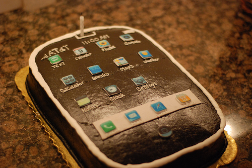 iPhone Birthday Cake - Exclusive Birthday Dnner Ideas