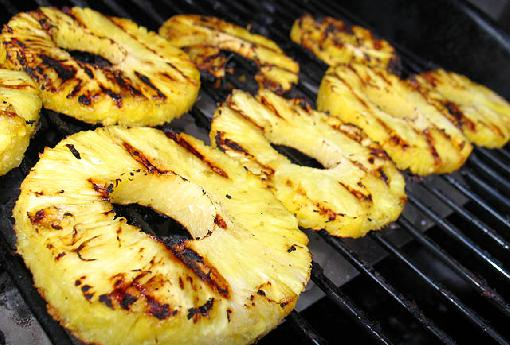 slicing-and-serving-pineapple - pineapple-rings