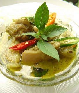 Eating-Kaeng-Khiao-Wan