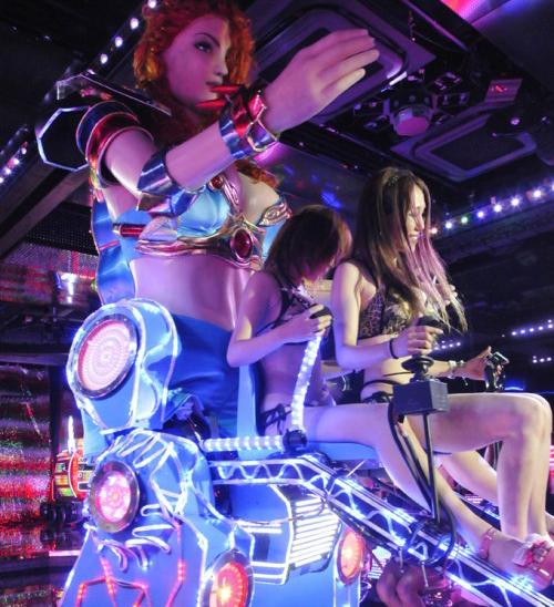 Robot Restaurant Perfomance in Tokyo