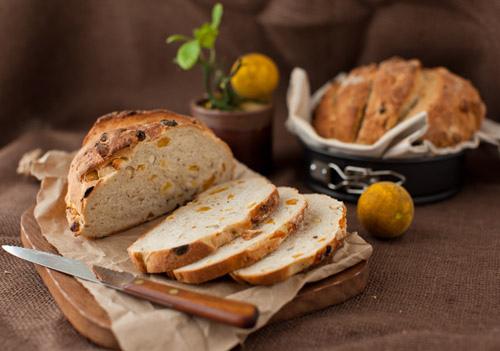 Apricot_nut_bread_1