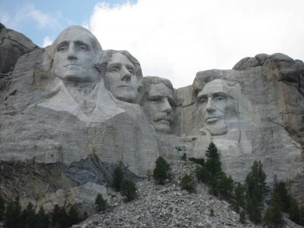 Sculptures of Presidents George Washington, Thomas Jefferson, Theodre Roosevelt, Abraham Lincoln