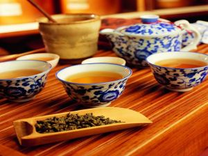 Serve tea on Chinese New Year