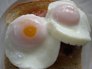 How do you poach an egg when you want its yolk to be orange.