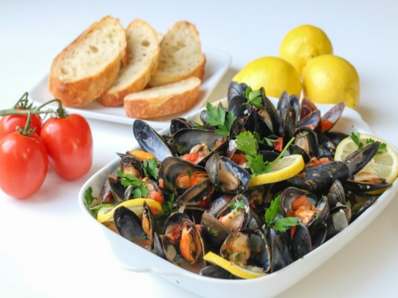 Mussels In White Wine Sauce Recipe Video by ChefJulieYoon | iFood.tv