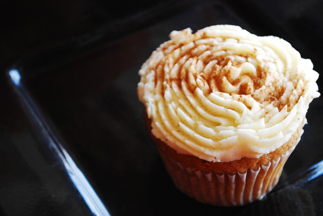 Gingerbread Cupcakes With Vanilla Butter Cream Frosting