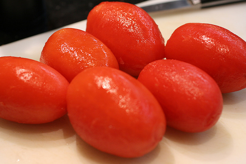 Peeled tomatoes for storing