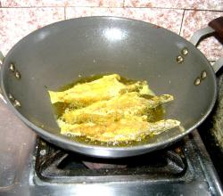 Cooking fried fish