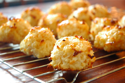 Homemade macaroons look delicious