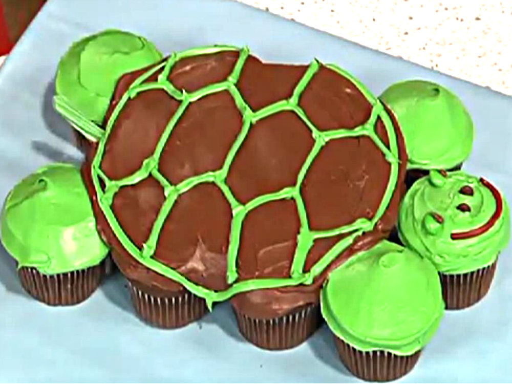 Turtle Cake - How To Make Pull-Apart Turtle Cupcakes Video by Howdini ...