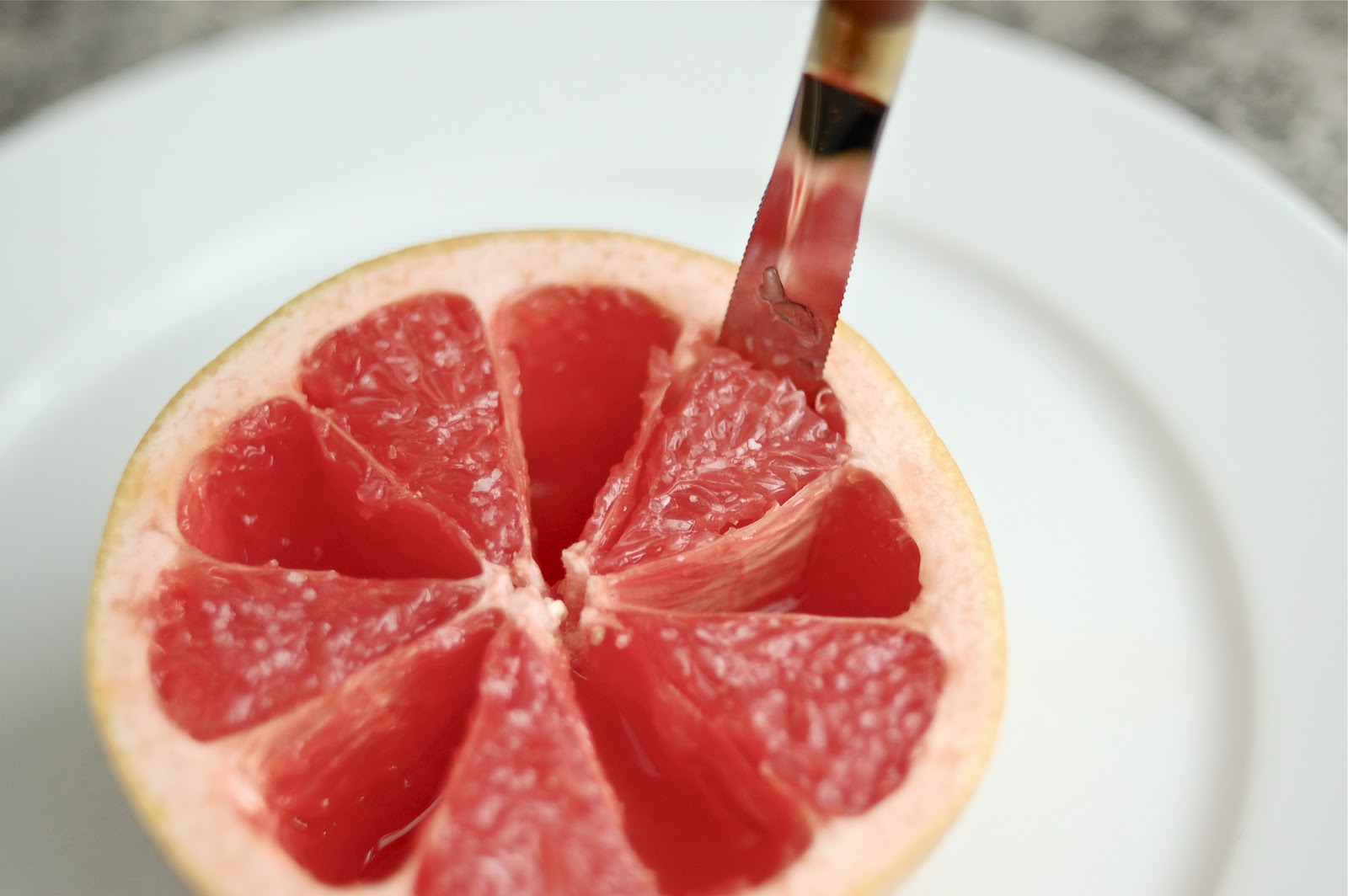 EAting grapefruit
