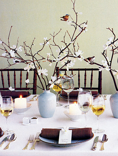 Easy tips on how to decorate a dinner party table