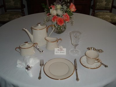 Use the simple rules on table setting for serving afternoon tea.