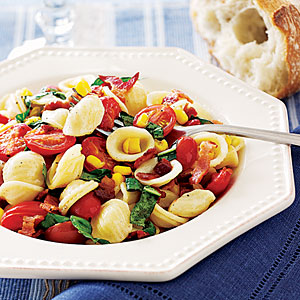 Tomato, Apple And Broccoli Salad