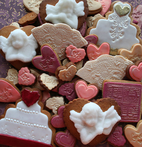 decorating wedding cookies