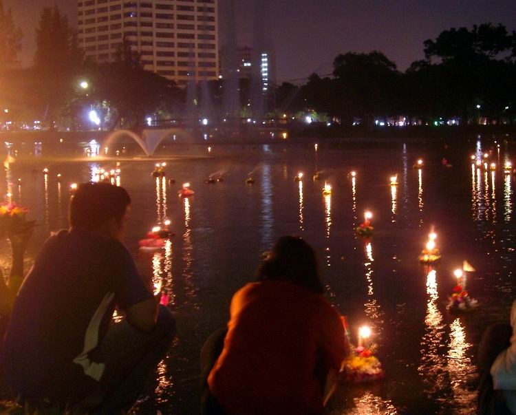 Loy-krathong-festival3.JPG