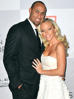 Kendra Wilkinson Dines with Husband