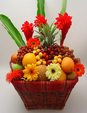 Combining Floral arrangements to traditional Kosher fruit baskets seems to be the new trend in personalized Hanukkah food gifts