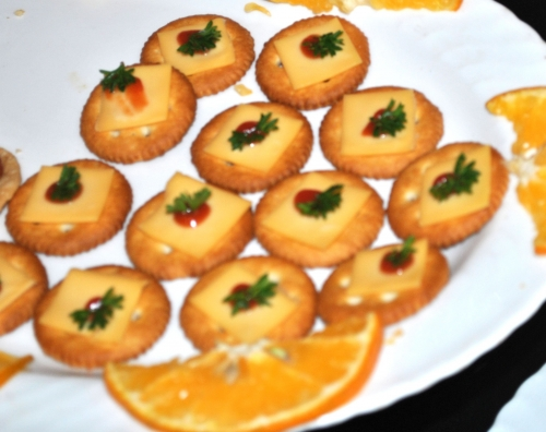 Canap s an ideal dining solution for new year s eve for How to make canape cases