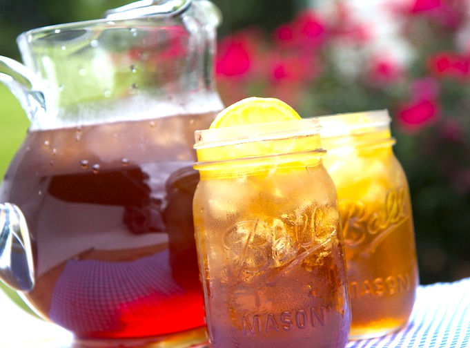 Southern sweet iced tea recipe video by divascancook for California iced tea recipe