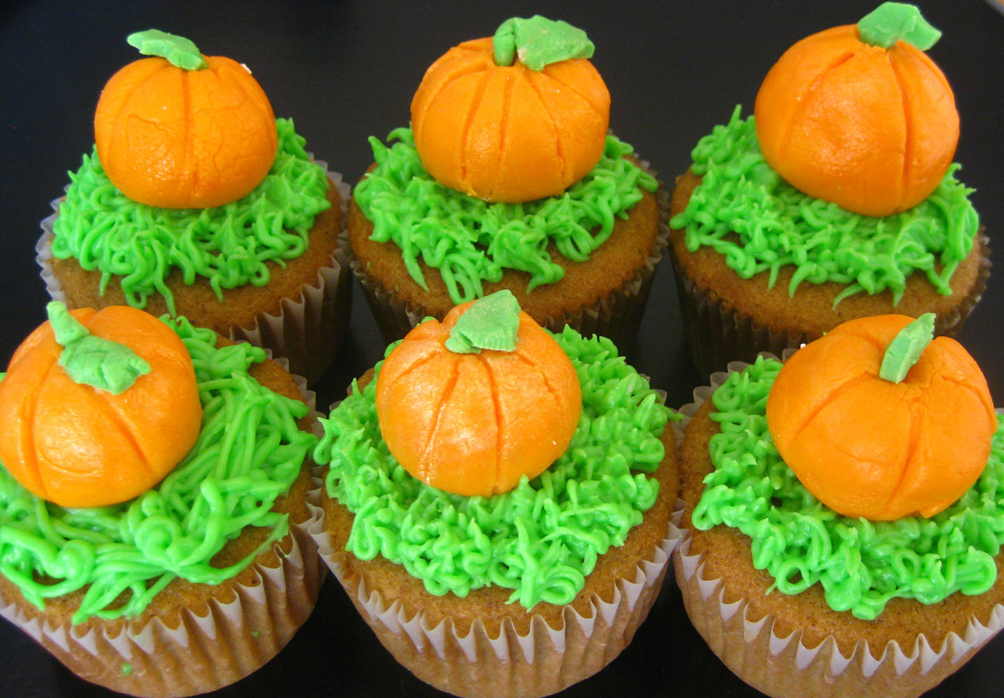 Pumpkin Fall Cupcake Ideas For Kids by romika | iFood.tv
