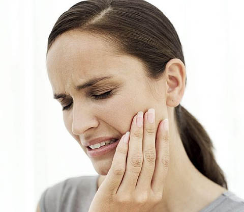 The severe toothache can be reduced with clove oil